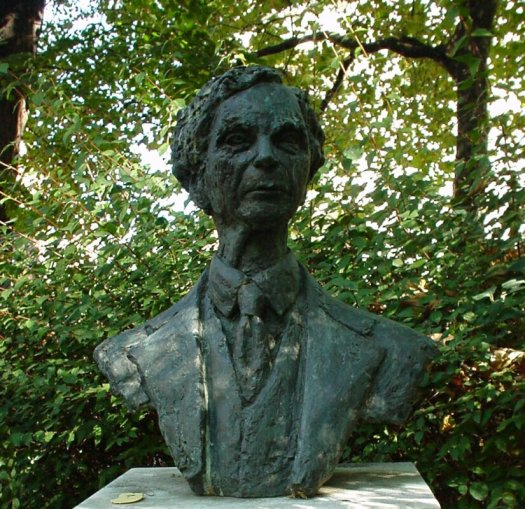 bust_of_bertrand_russell-red_l-469508102.jpg